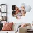 foto over meerdere hexagons aan muur