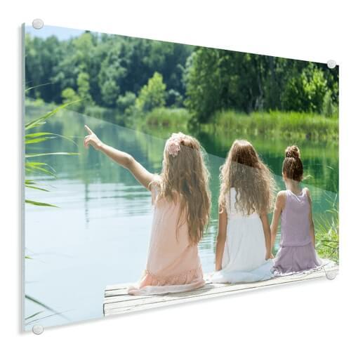 Foto op glas meisjes bij meer